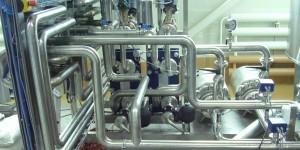 Установки смешивания воды, спирта и ингредиентов в потоке
