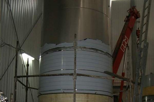 установка емкостей из нержавеющей стали для производства вина